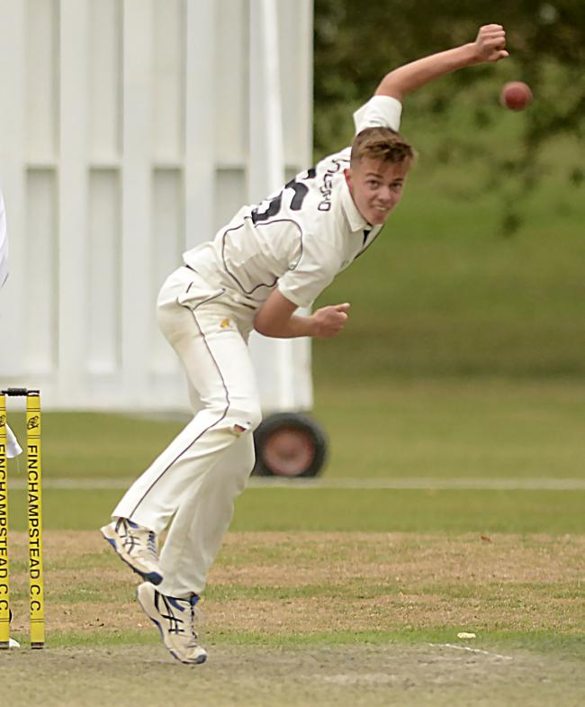 180869 - Finchampstead (bowling) v Slough (batting) - pics by Paul Johns.Woodford.