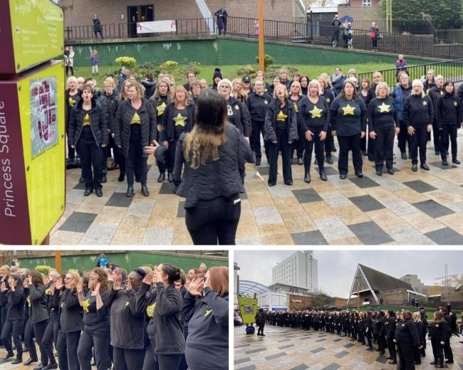 Festive flash mov sing hearts out in Bracknell Town Centre