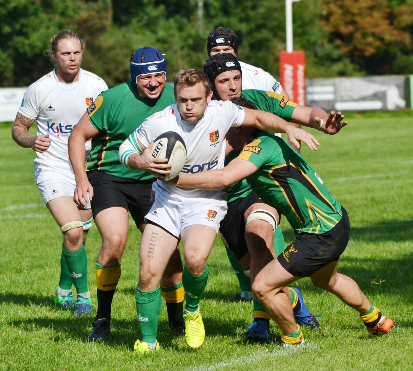Bracknell (green) were thumped 67-12 by Newton Abbot