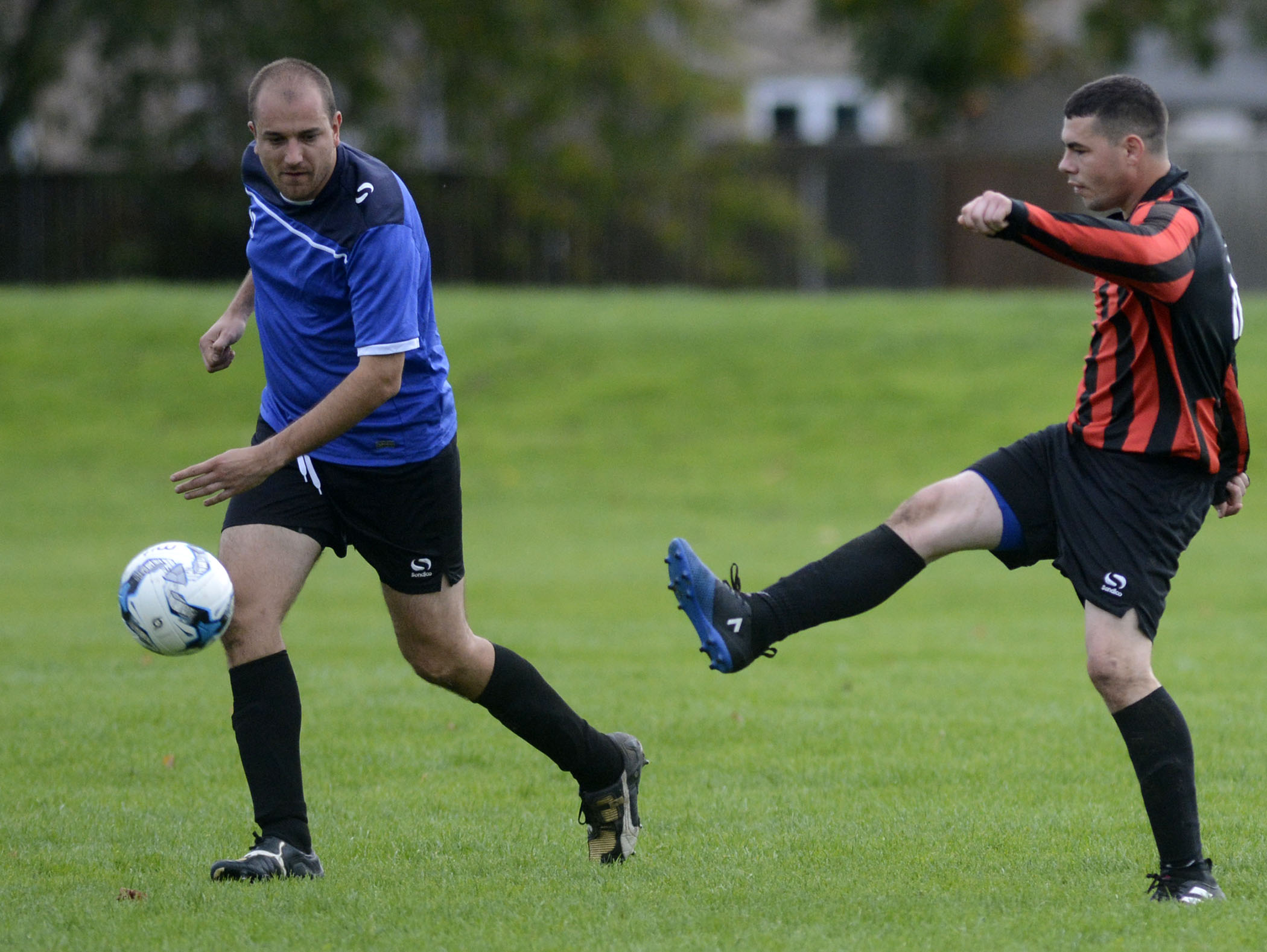 Bracknell Royals (blue) beat Finchampstead Athletic A 3-0