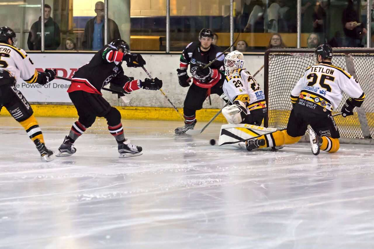 Action from the game between Bracknell Bees and Basingstoke Bison    Pictures by Kevin Slyfield Photography. www.flickr.com/photos/juniorbeeshockey