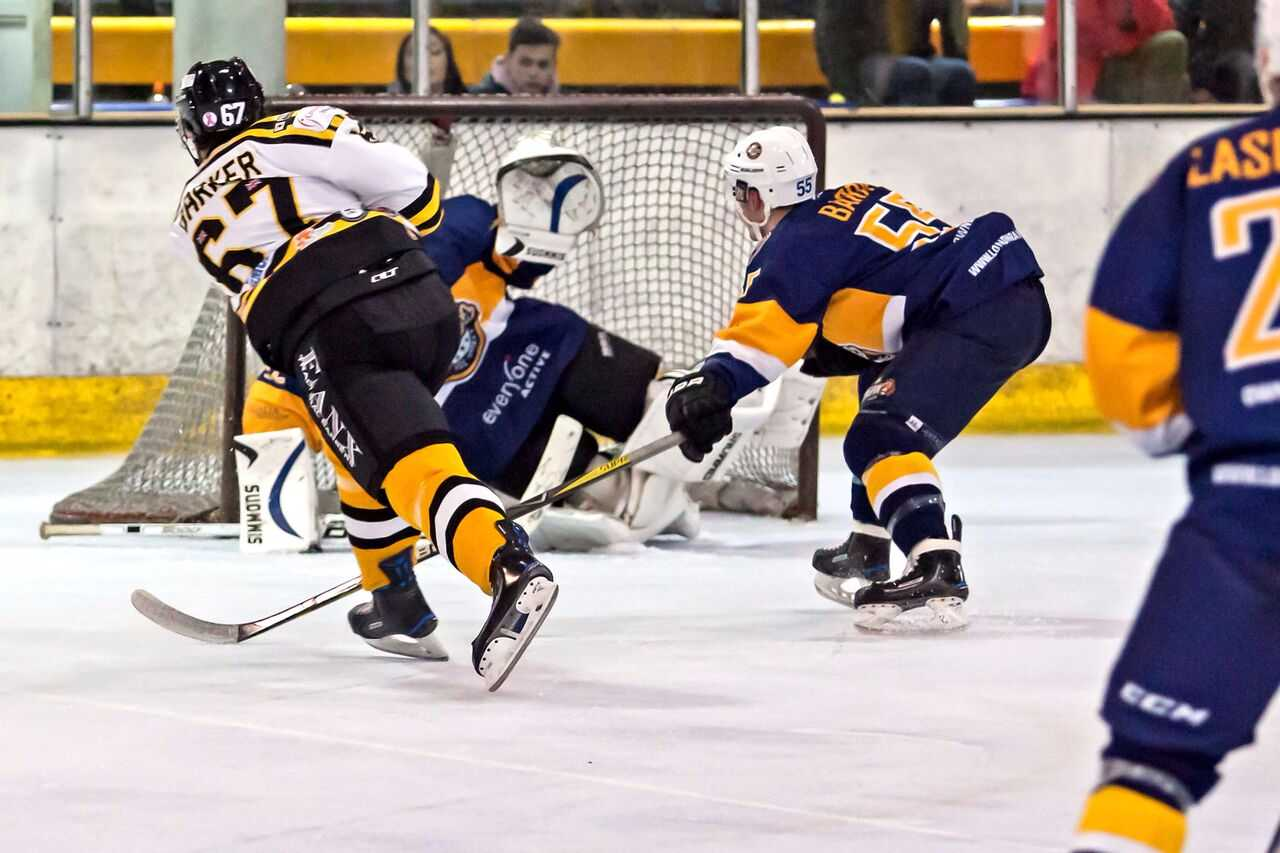 Action from Bracknell Bees' 4-2 win against London Raiders    Pictures by Kevin Slyfield