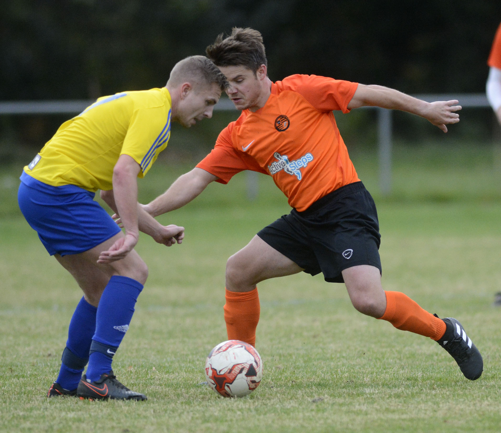 Crowthorne Inn (yellow) eased past Wokingham & Emmbrook 4-1