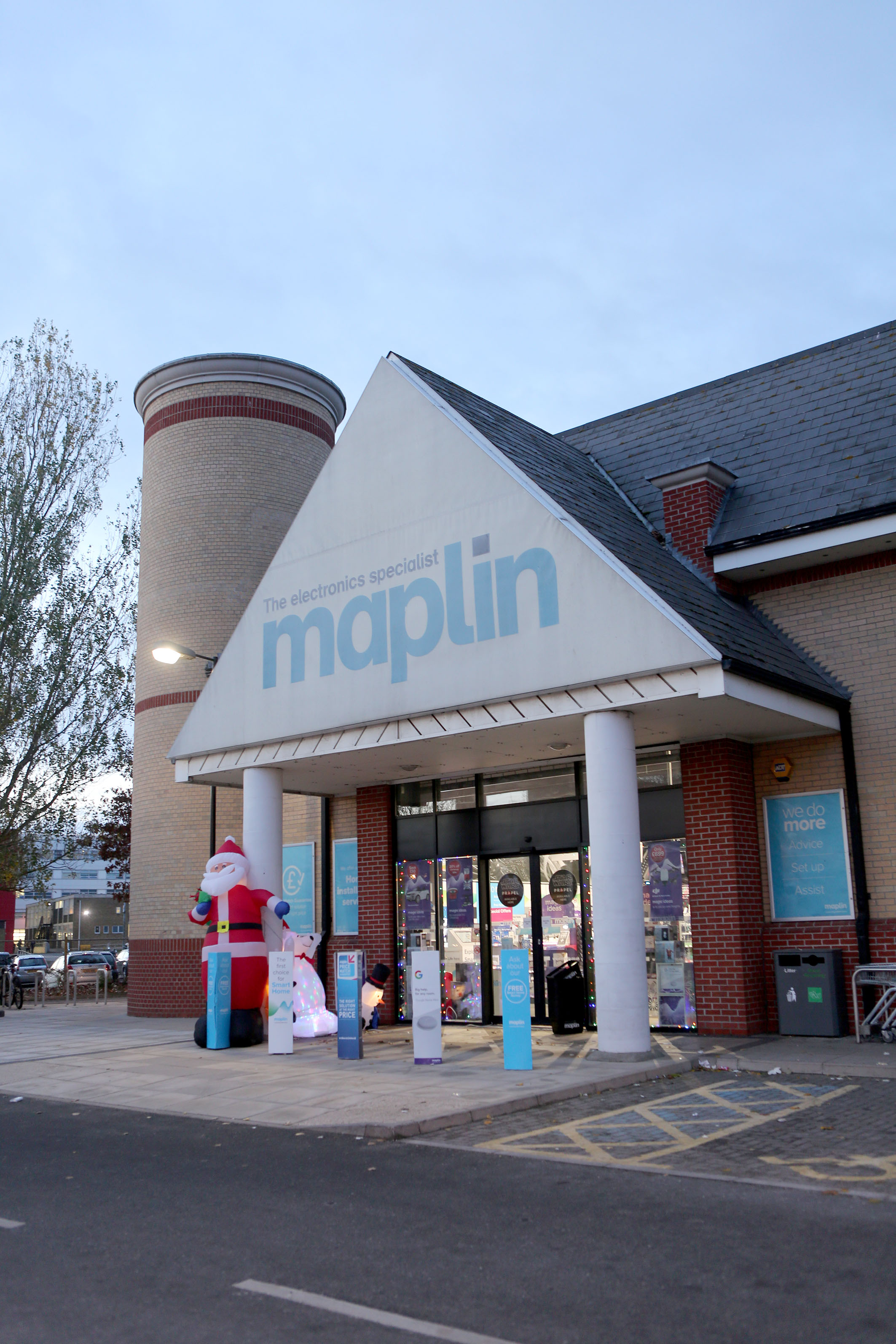 Maplin joins Toys R Us by entering administration, throwing jobs into doubt