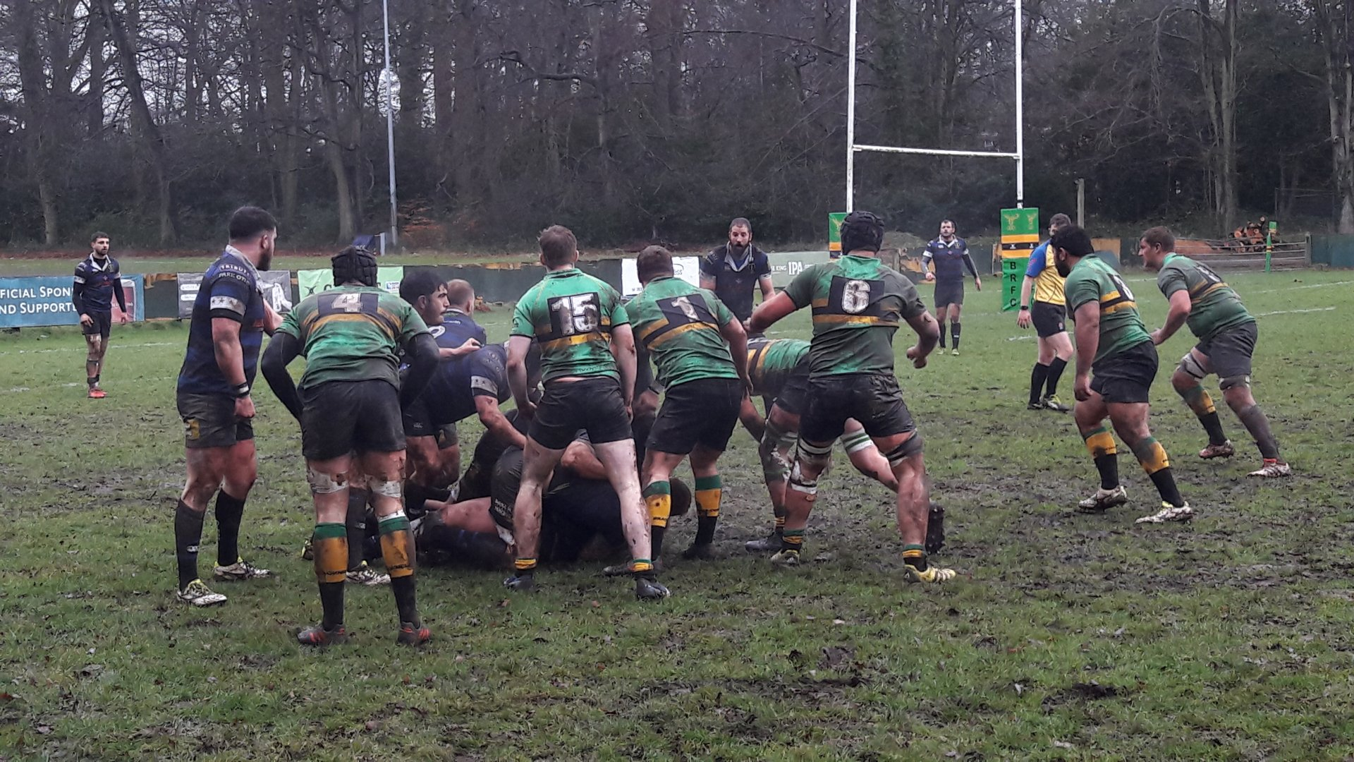 Bracknell (green) lost 23-19 to Dings Crusaders