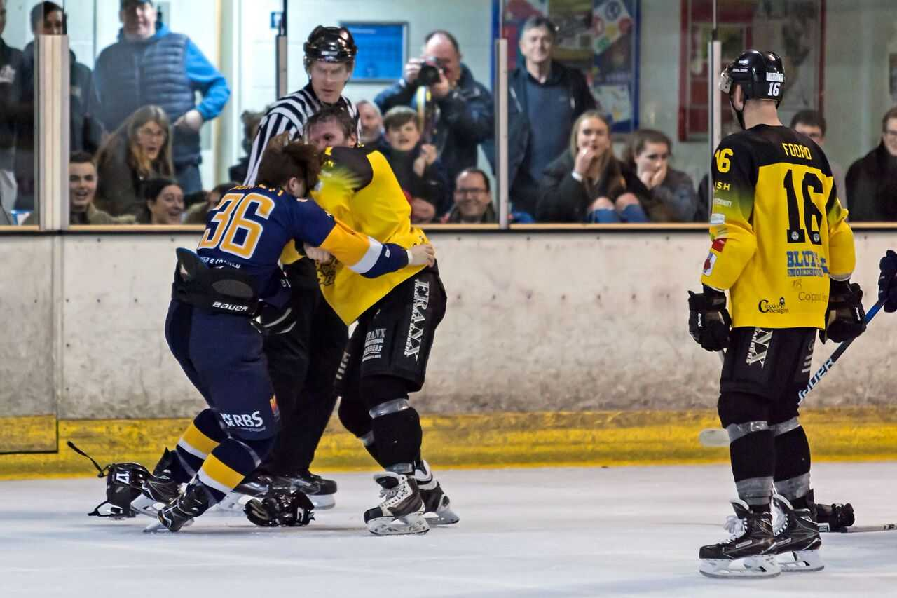 Bracknell Bees (yellow) beat London Raiders 6-1   Picture by Kevin Slyfield