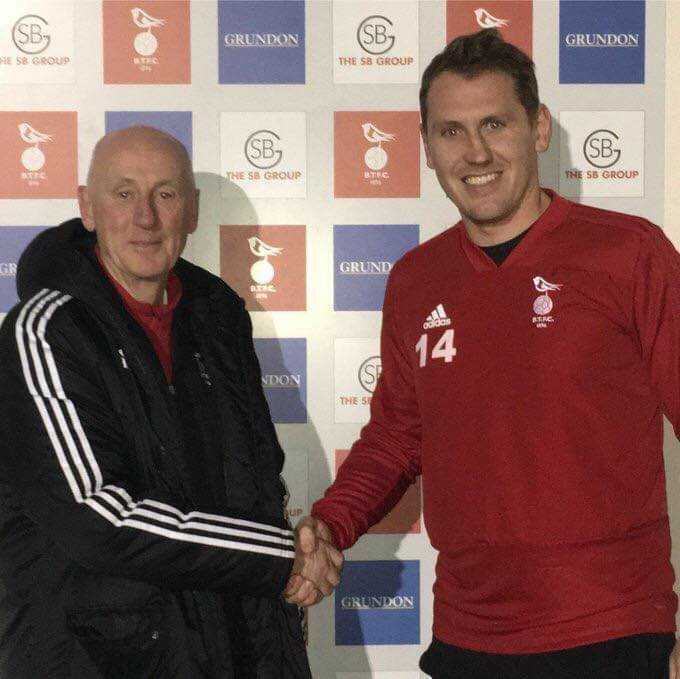 Manager Geoff Warner welcomes Liam Eagle to Bracknell Town